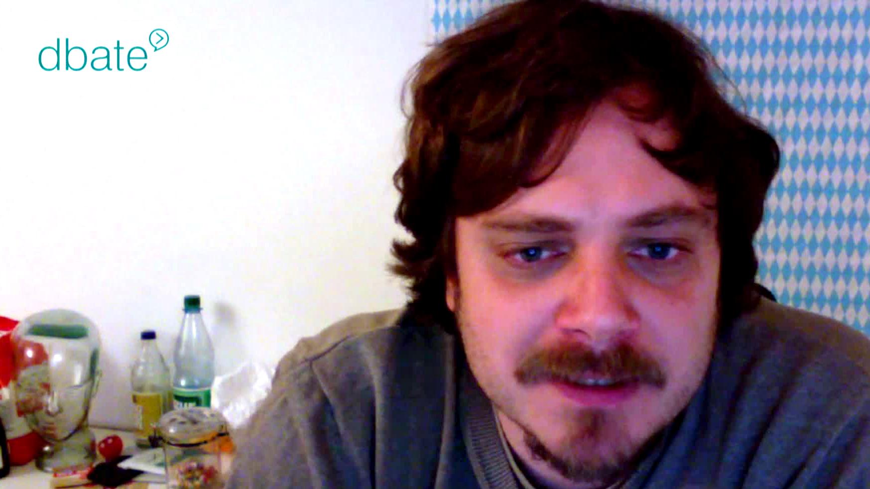 Titanic-Chef Tim Wolff vor der Skype-Kamera