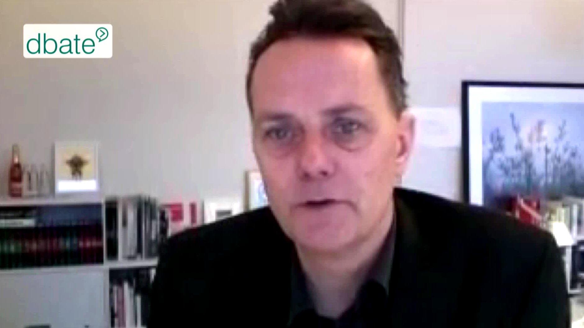 Andreas Trampe, STERN-Fotoredaktion, redet im Skype-Talk über Kriegsbilder.