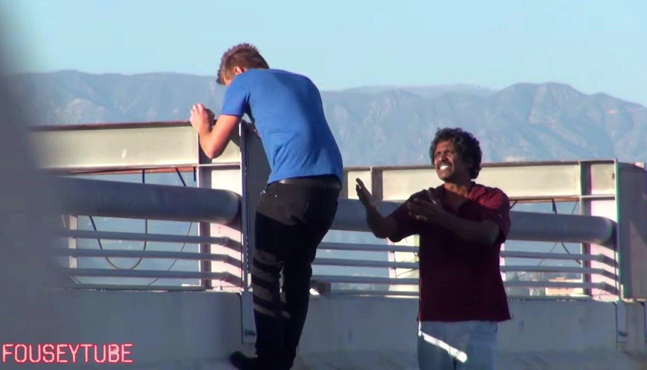 Zwei Youtuber begeheen wollen vermeintlich Selbstmord begehen und testen die Reaktion ihrer Mitmenschen