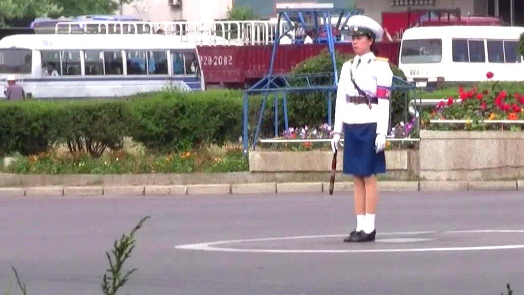 Eine Verkehrspolizisten in Pjöngjang, Nordkorea.
