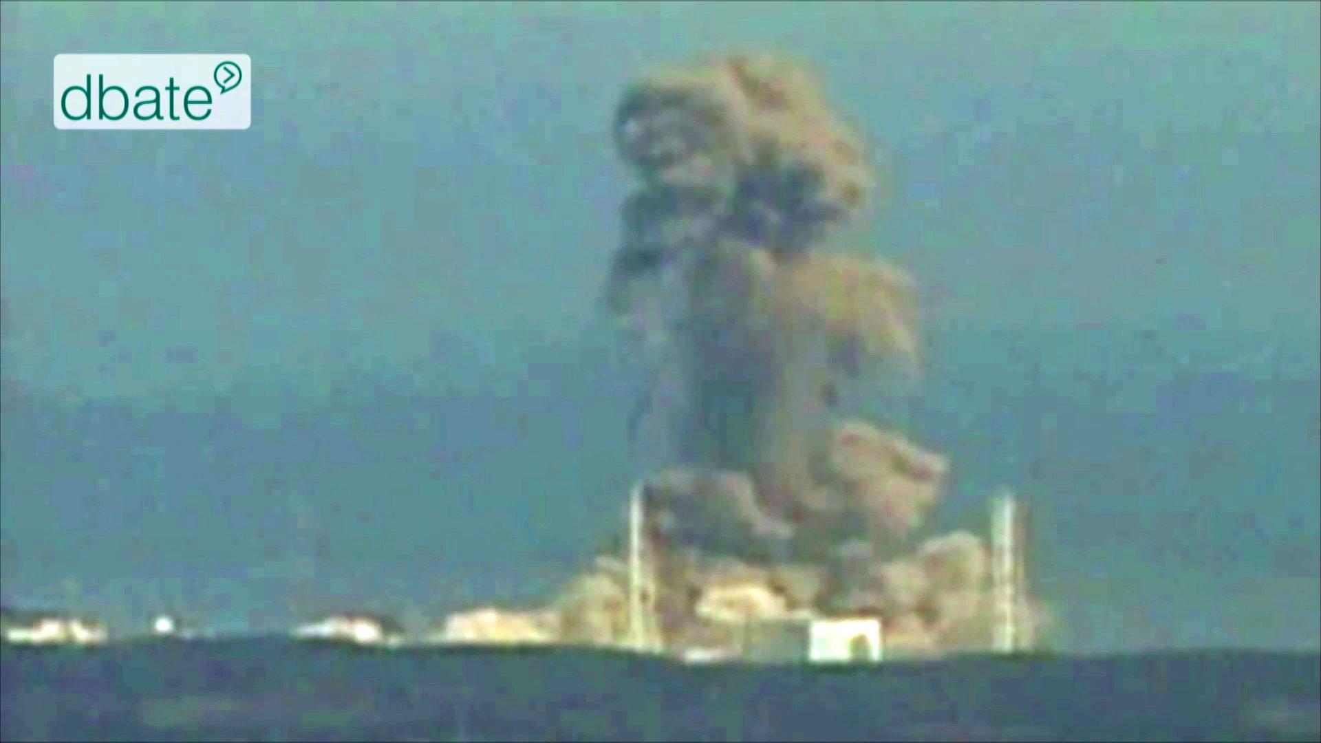 Ein brennendes AKW in Fukushima.