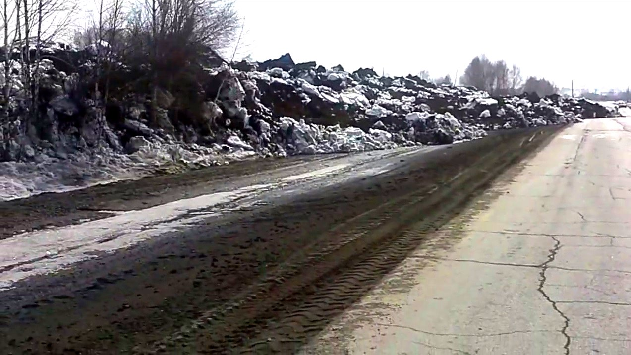 Erdrutsch aus Schnee und Erde in Russland.
