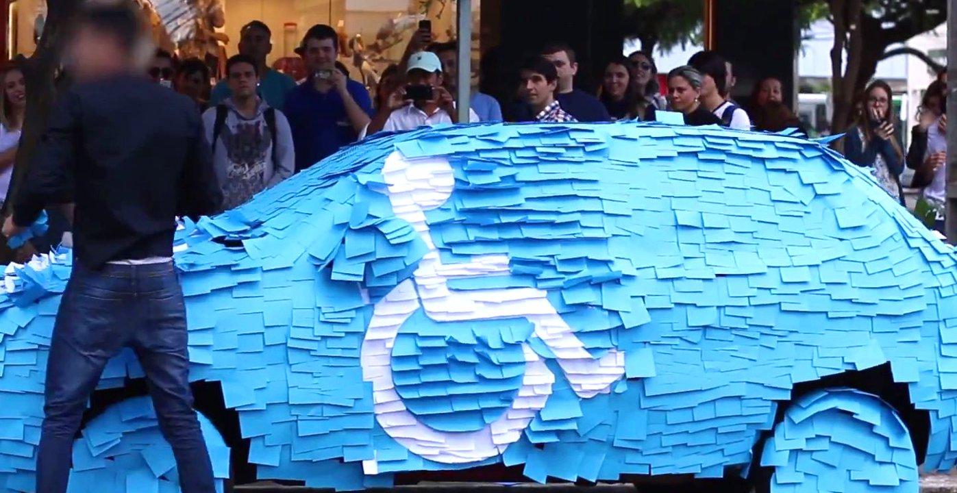Falschparker wird in Brasilien auf lustige Weise bestraft