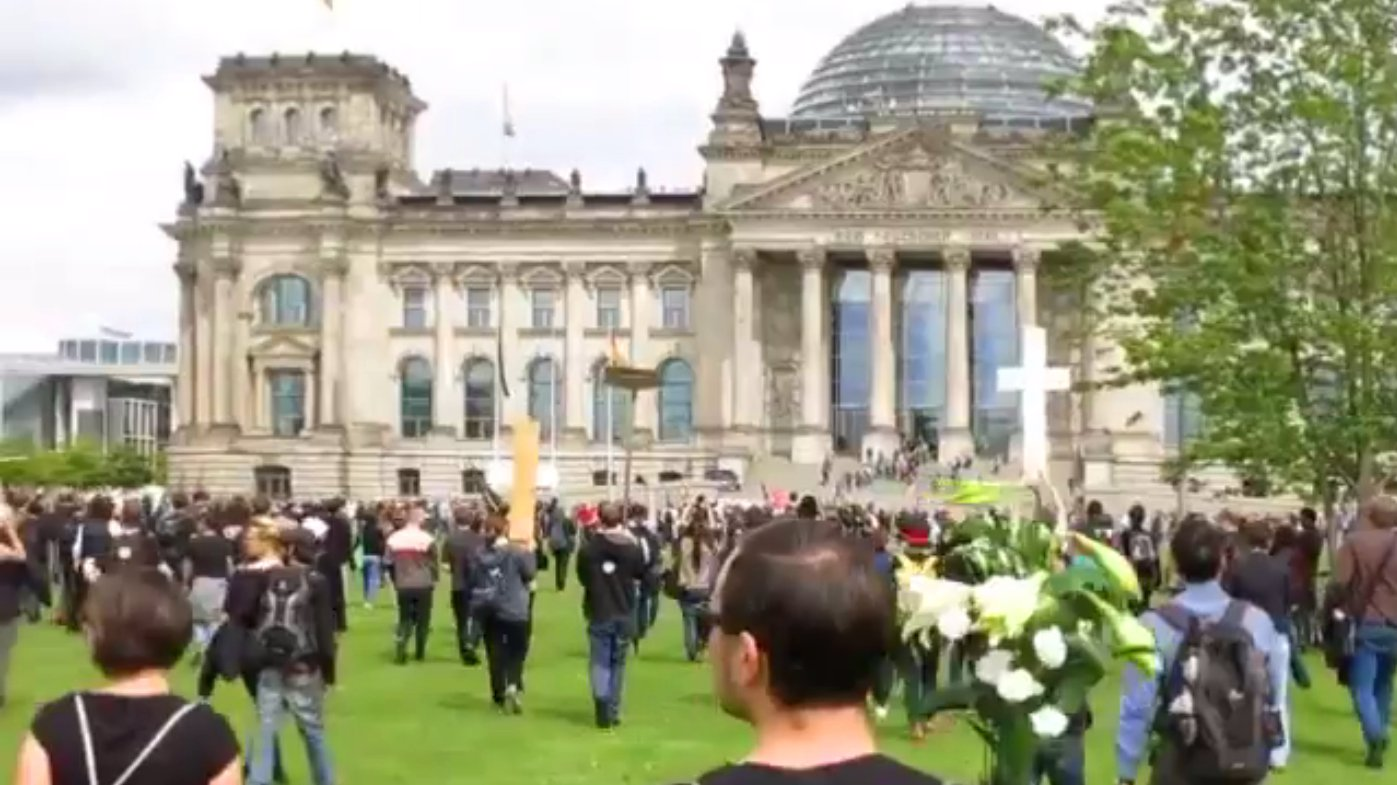 Screenshot_dbate.de_FLASH_Welt-Flüchtlingstag_2015_BERLIN
