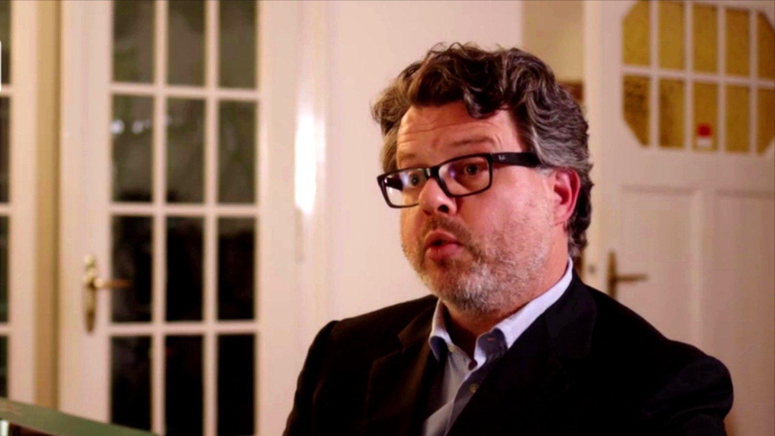 Rechtsanwalt und Autor Achim Dörfer im Interview