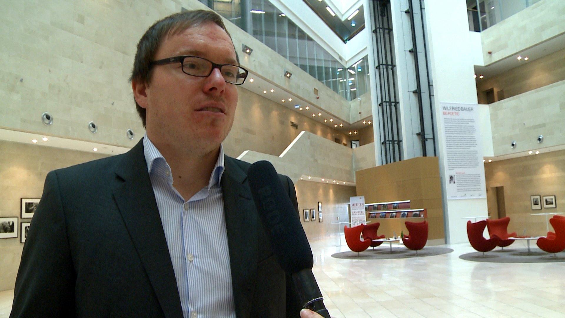 Daniel Drepper von CORRECT!v spricht im Interview mit dbate-Reporterin Denise Jacobs über investigativen Journalismus