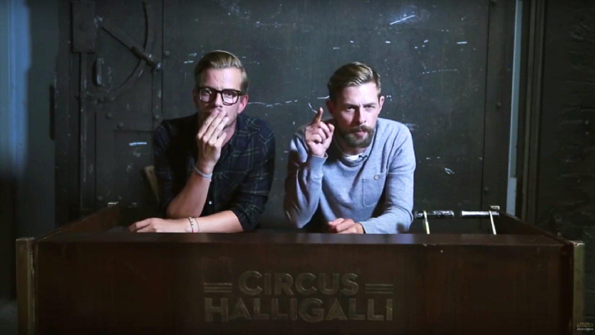 Joko und Klaas (Circus Halligalli) richten sich mit ihrer Videobotschaft an rechte Hetzer, 2015.