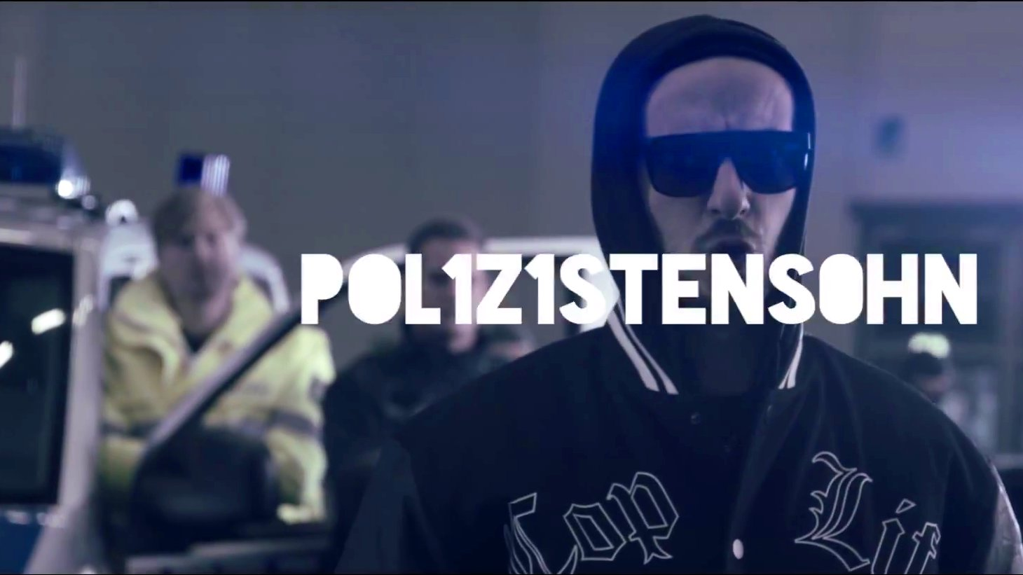 "Moderator Jan Böhmermann (NEO MAGAZIN ROYALE) rappt ""Pol1z1istens0hn"", 2015."