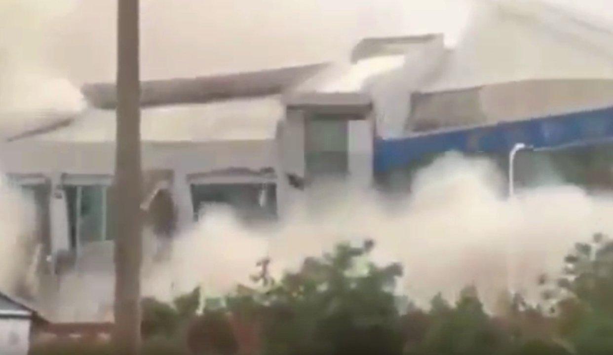 Erdrutsch in China. Haus stürzt ein