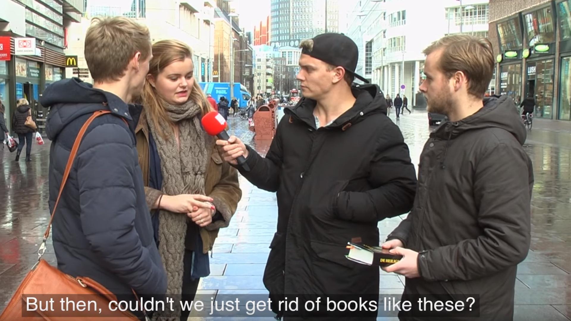 Straßenumfrage: Bibel vs. Koran.