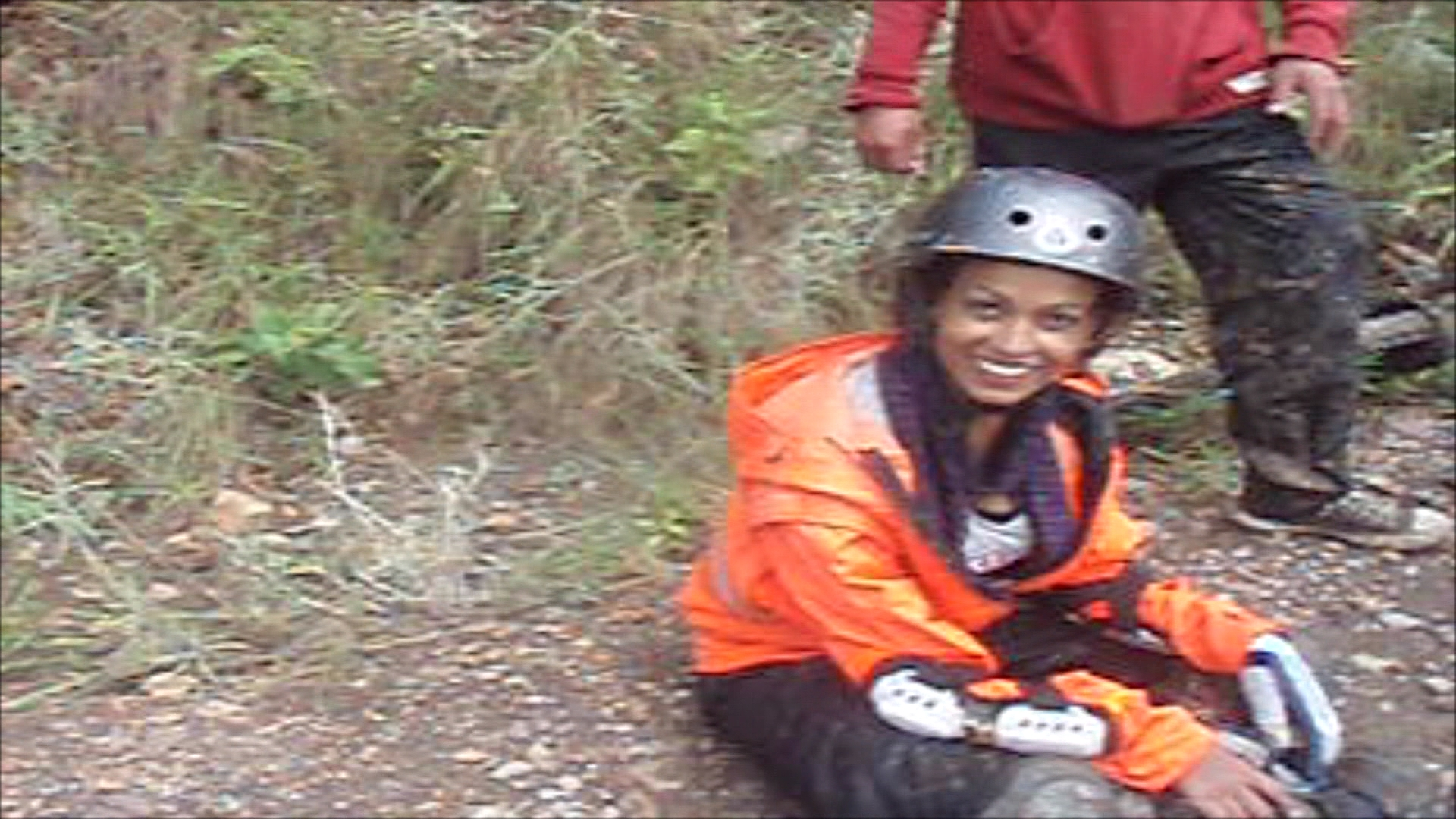 Videotagebuch Boliviens Todesstraße - Fahrt in den Abgrund: Radfahrerin nach einem Sturz auf der Todesstraße
