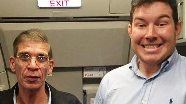 Vieldiskutiert: Dieses Selfie mit dem Flugzeugentführer, 2016 (Video)