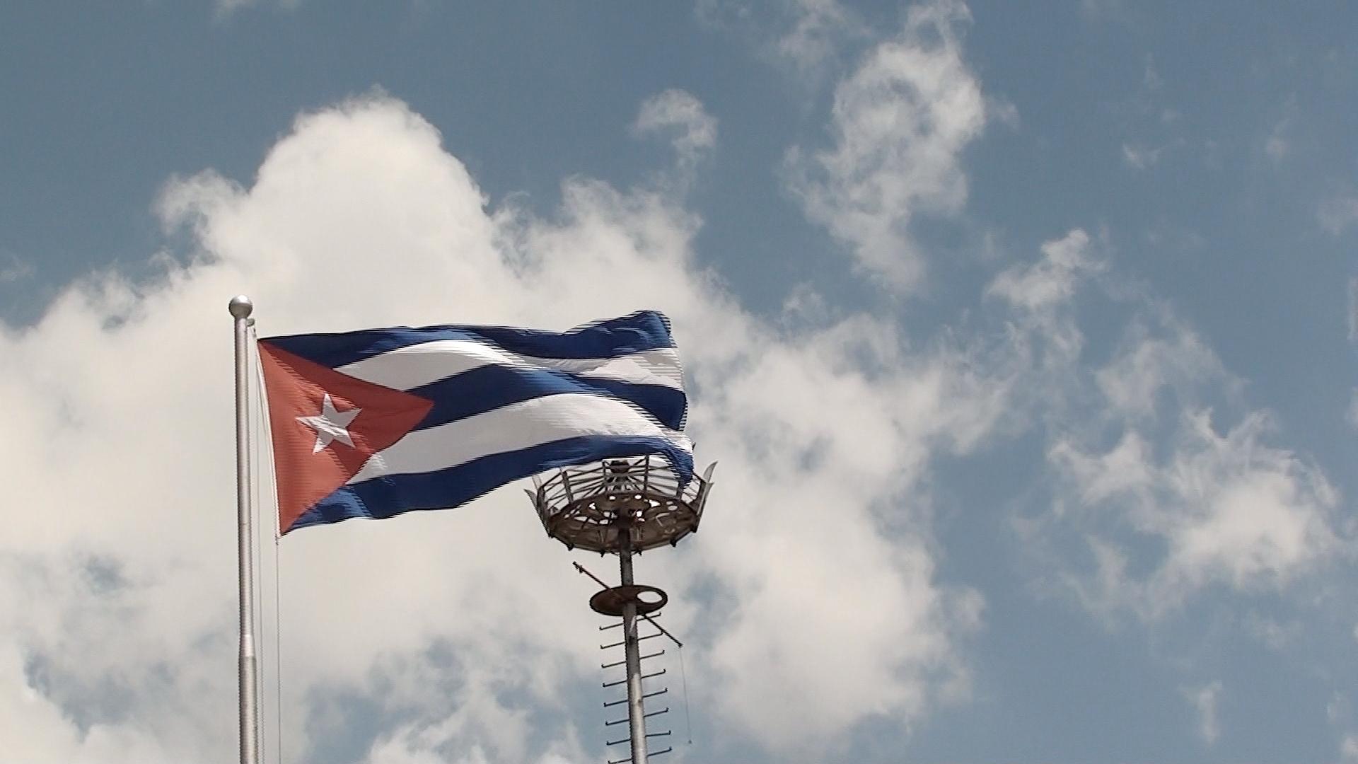 Videotagebuch Mein Kuba - Leben im Sozialismus: Kubanische Flagge im Wind