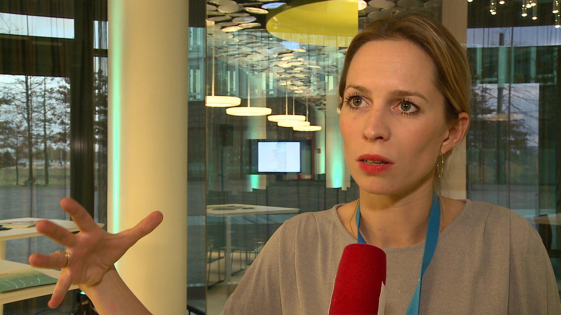Isabelle Sonnenfeld (Google News Lab) auf dem VOCER Innovation Day in Hamburg 2016 über Soziale Medien