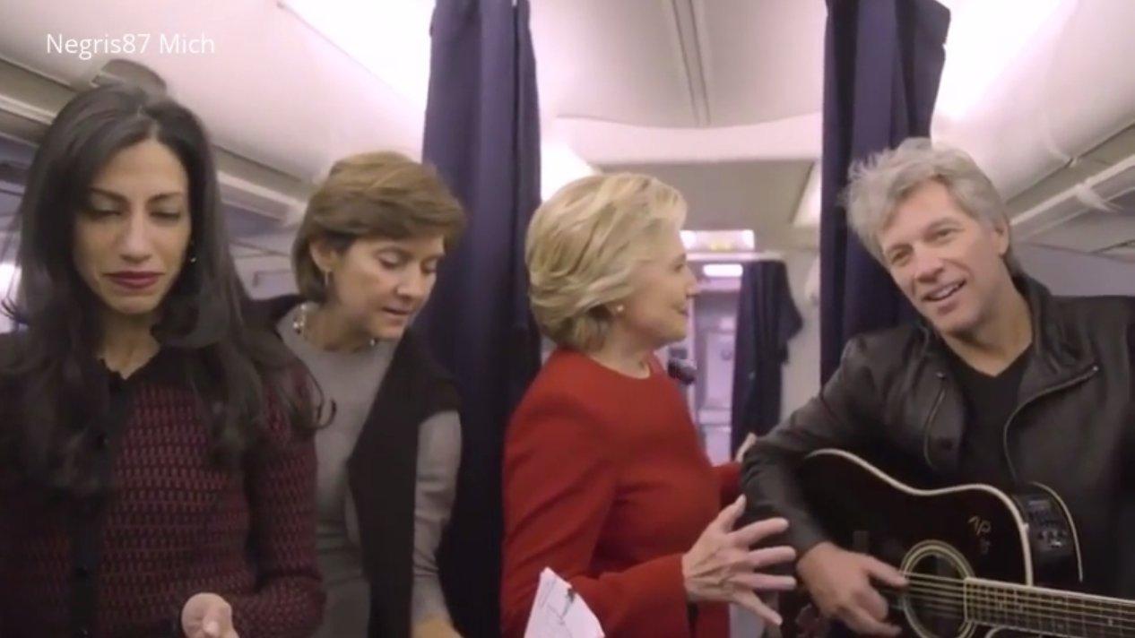 Hillary Clinton versteinert