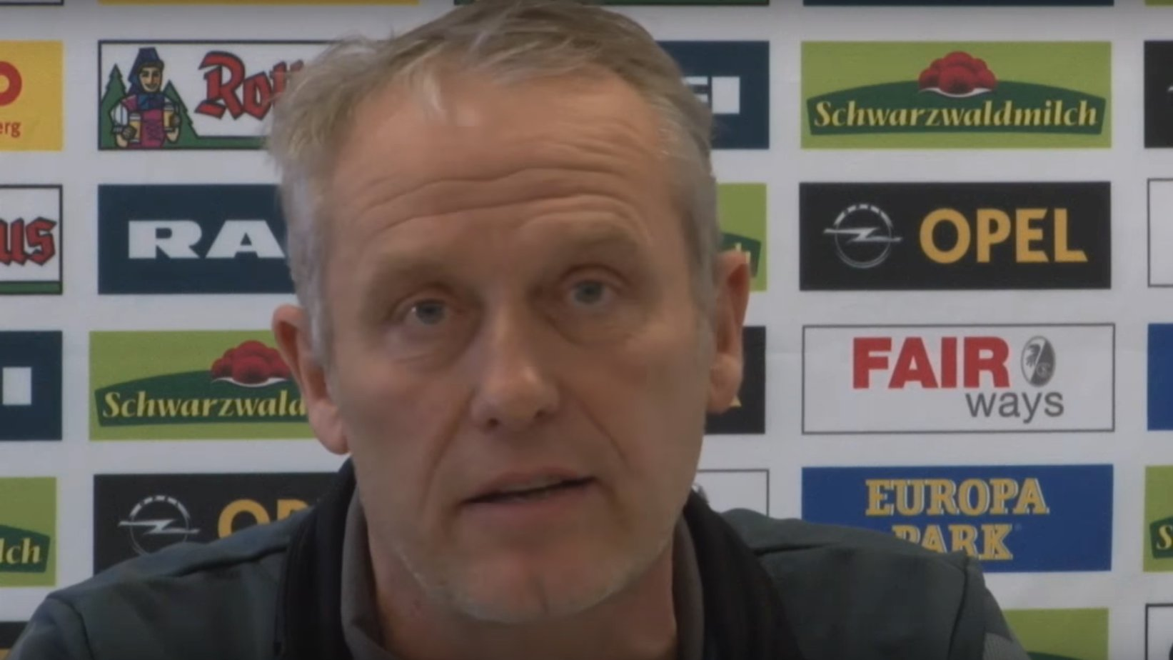 """""""Fremdenfeindlichkeit macht mir Angst"""" – Fußballtrainer Christian Streich über Freiburg nach dem Mord"""