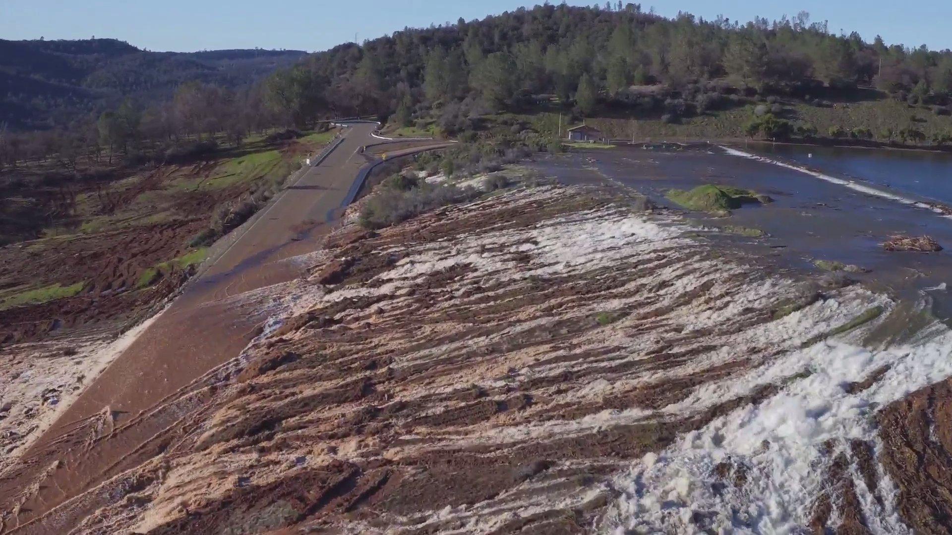 Notstand in Kalifornien: Damm in Oroville droht zu brechen