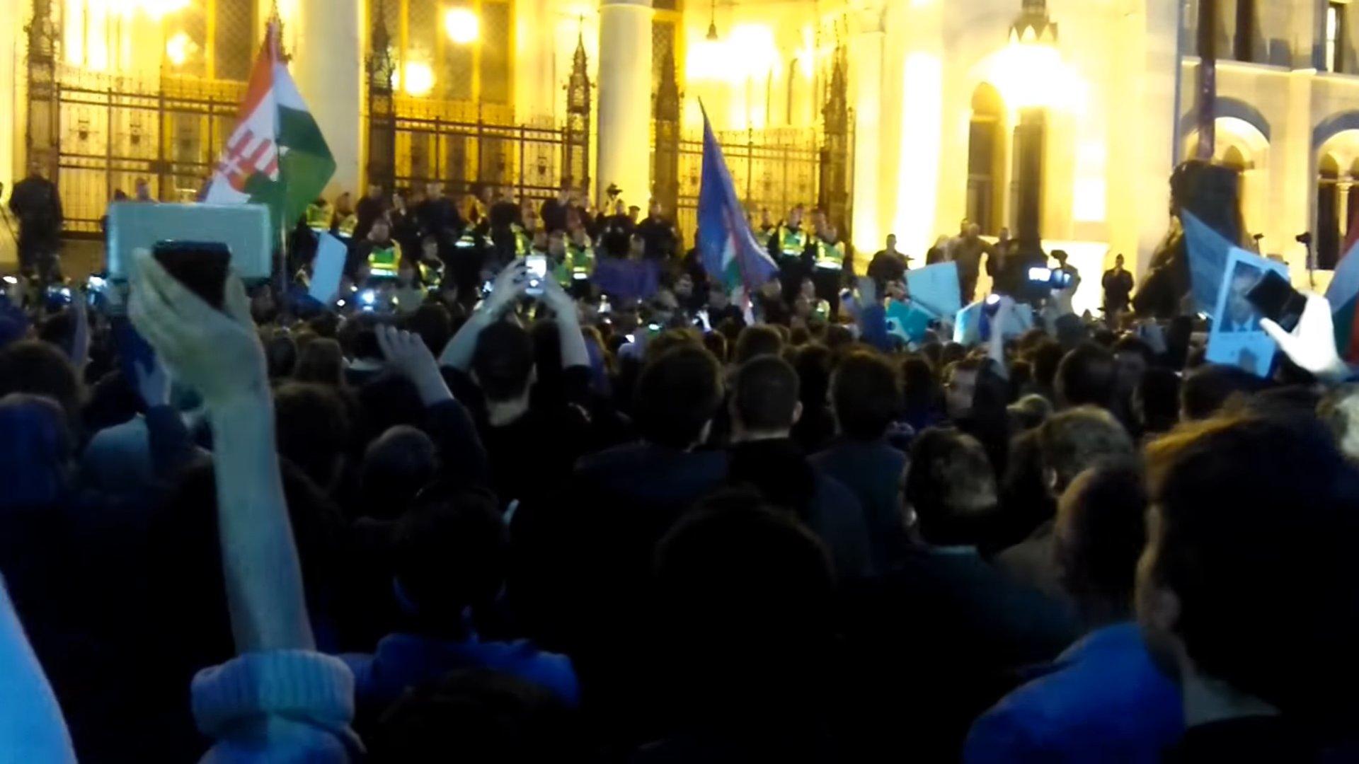 Ungarn: Massenproteste gegen Uni-Schließung