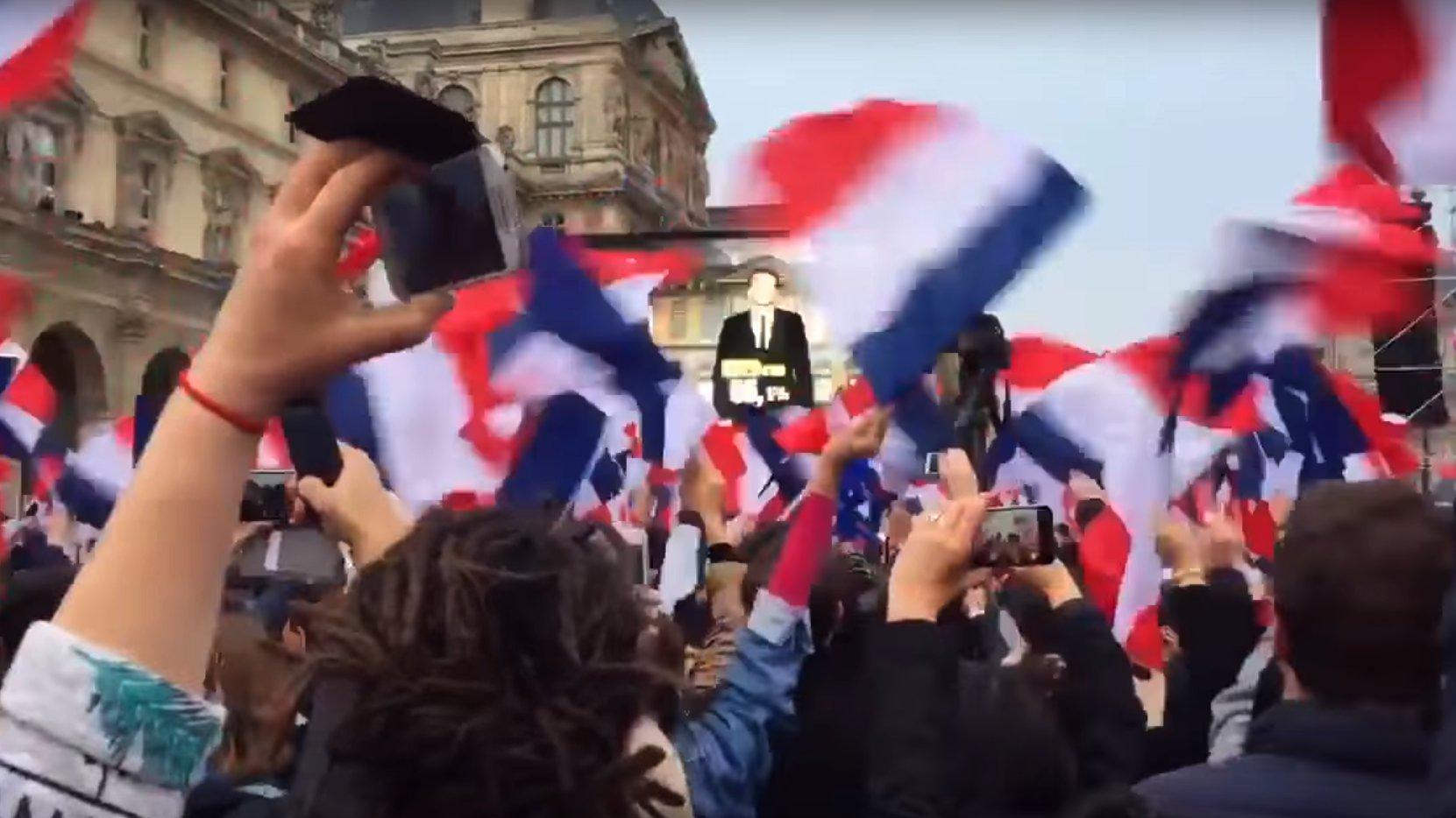 Pariser Louvre: Macrons Sieg wird bekanntgegeben