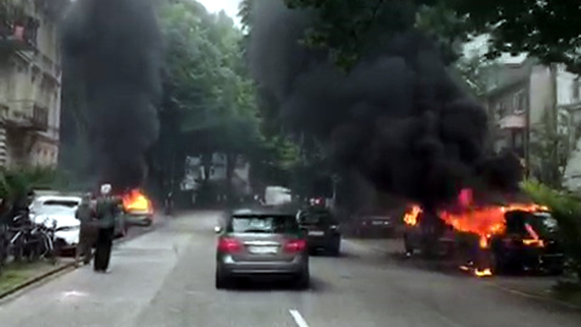 G20-Gipfel in Hamburg: Zahlreiche Autos brennen