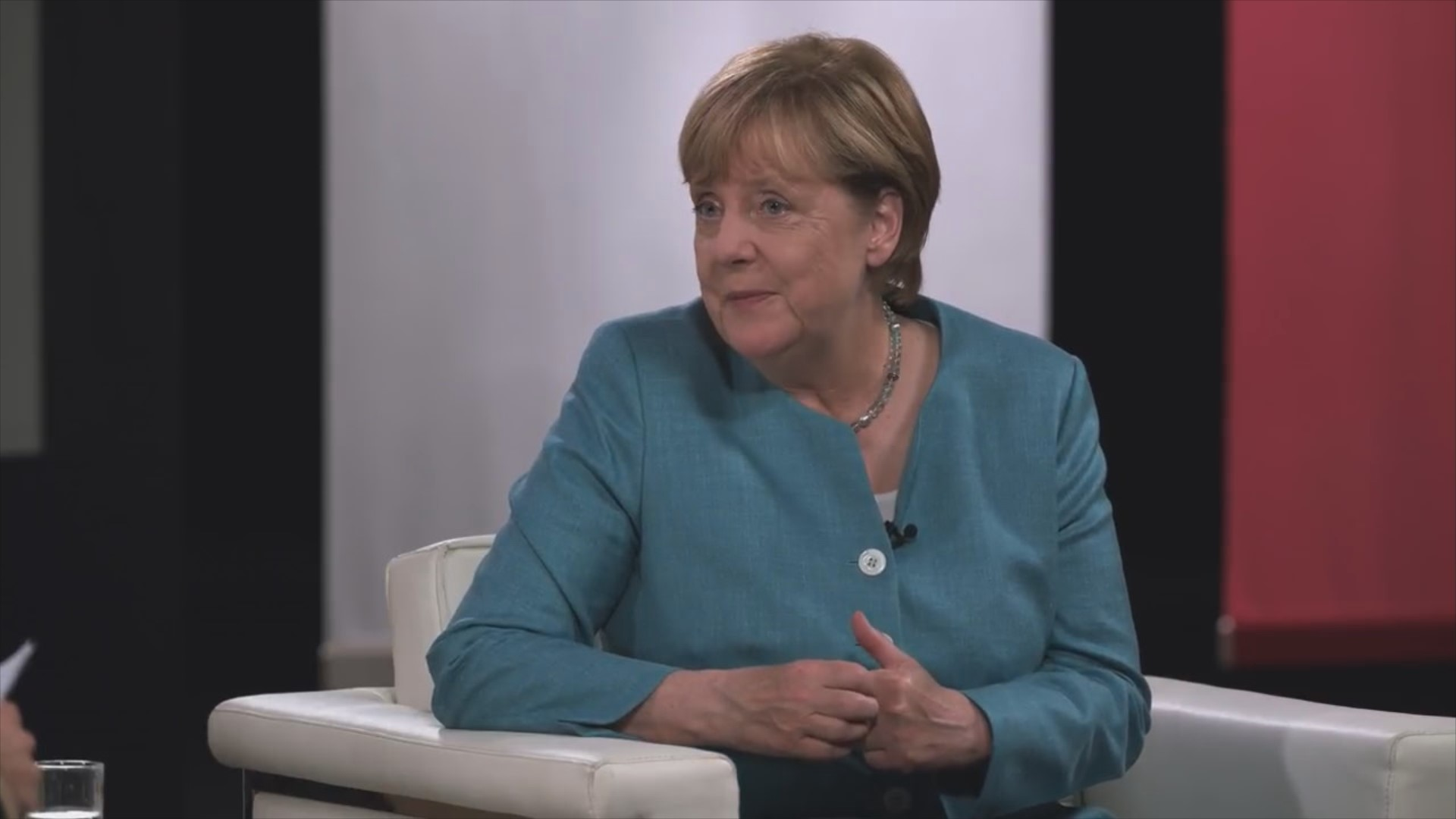 Best of #DeineWahl – YouTube-Stars befragen Merkel