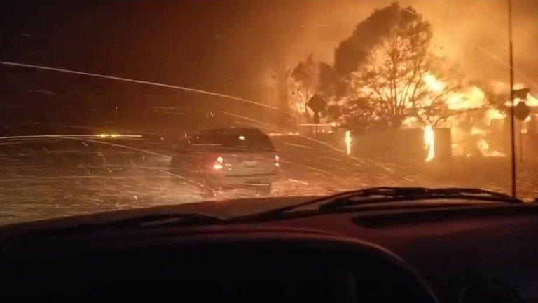 Kalifornien: Autofahrer filmt Flammen in seiner Nachbarschaft