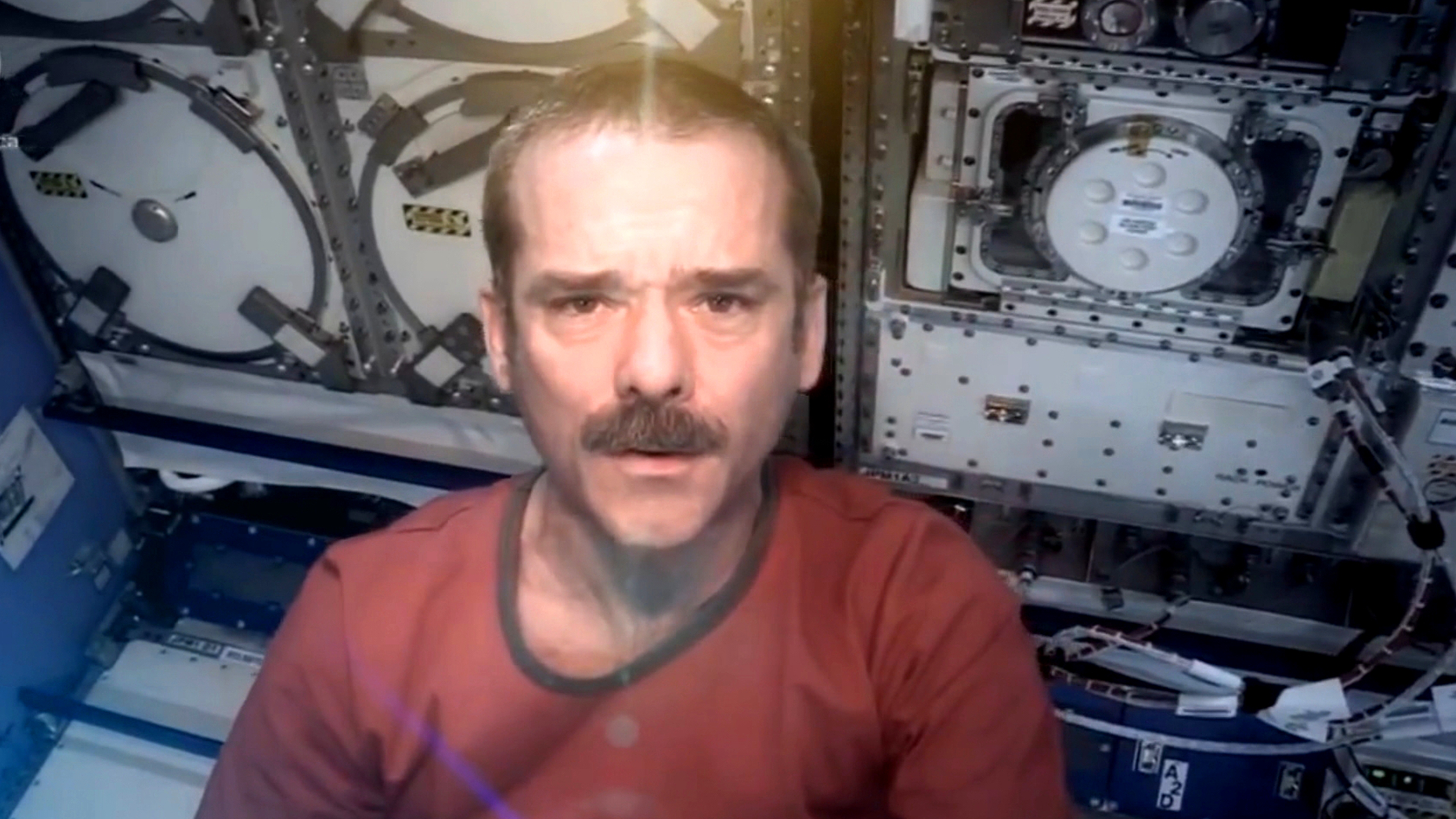 Screenshot_dbate_Mein Leben im All_Videotagebuch_Chris Hadfield_2014_3