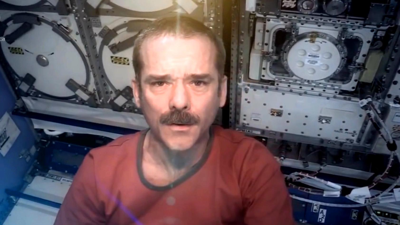 Screenshot_dbate_Mein Leben im All_Videotagebuch_Chris Hadfield_2014_3