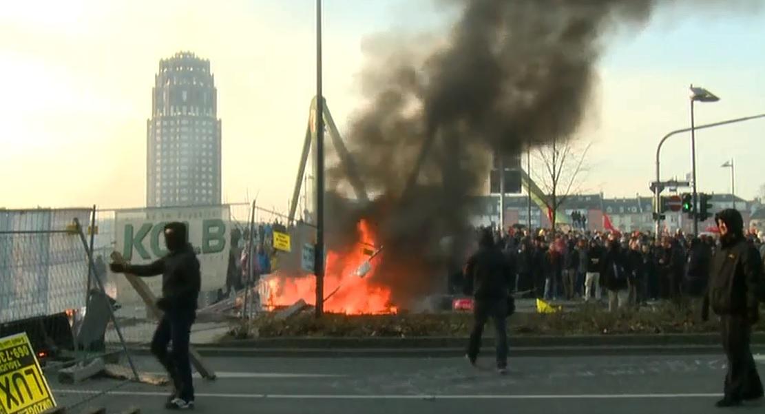 Blockupy beginnt Protestaktion - Start der Blockade-Aktionen rund um den Neubau der EZB