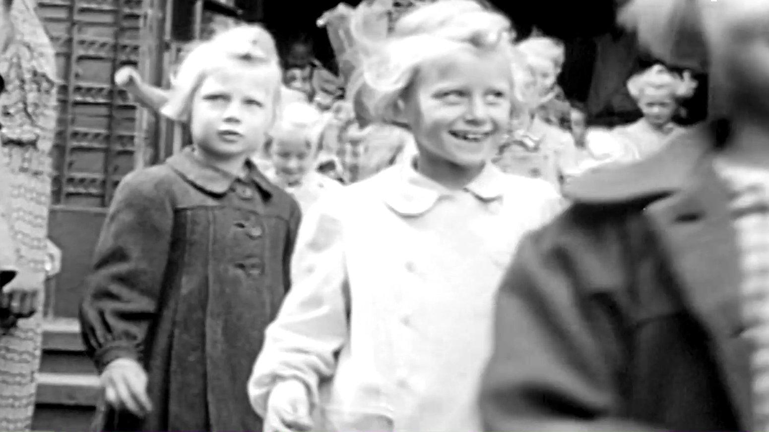 1945 gehen die ersten Schulkinder wieder zum Unterricht.