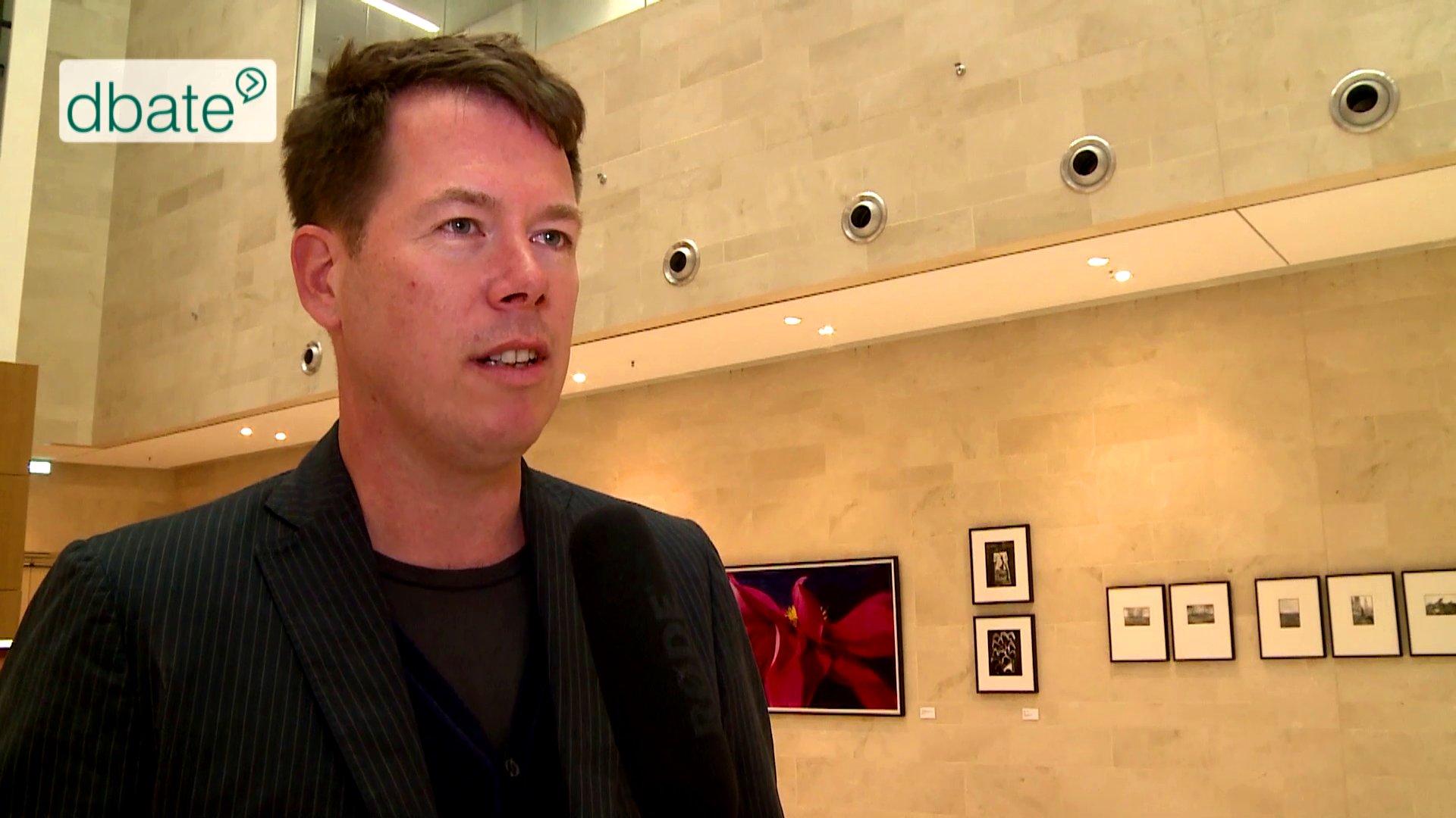 Alexander von Streit im Interview mit dbate über Community-Journallismus und US-Medien.