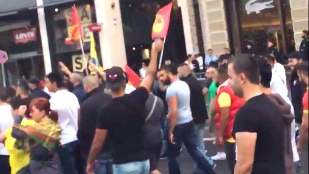 Kurden protestieren in Frankfurt gegen die Luftangriffe der Türkei, 2015.