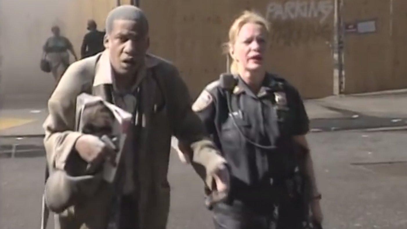 Opfer 9/11 flüchten aus den Trümmern