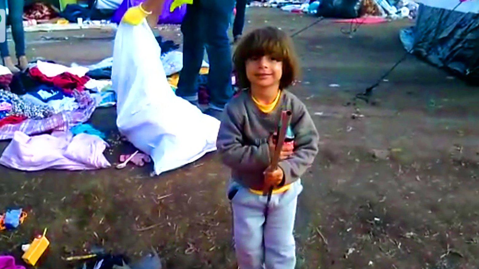 Kind im Flüchtlingslager in Ungarn, 2015.