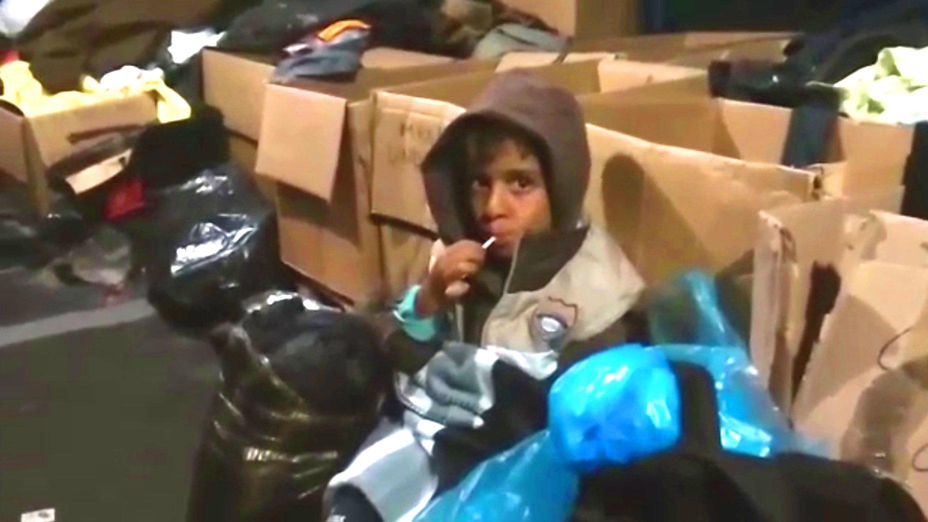 Flüchtlingskind auf Lesbos (Griechenland), 2015.
