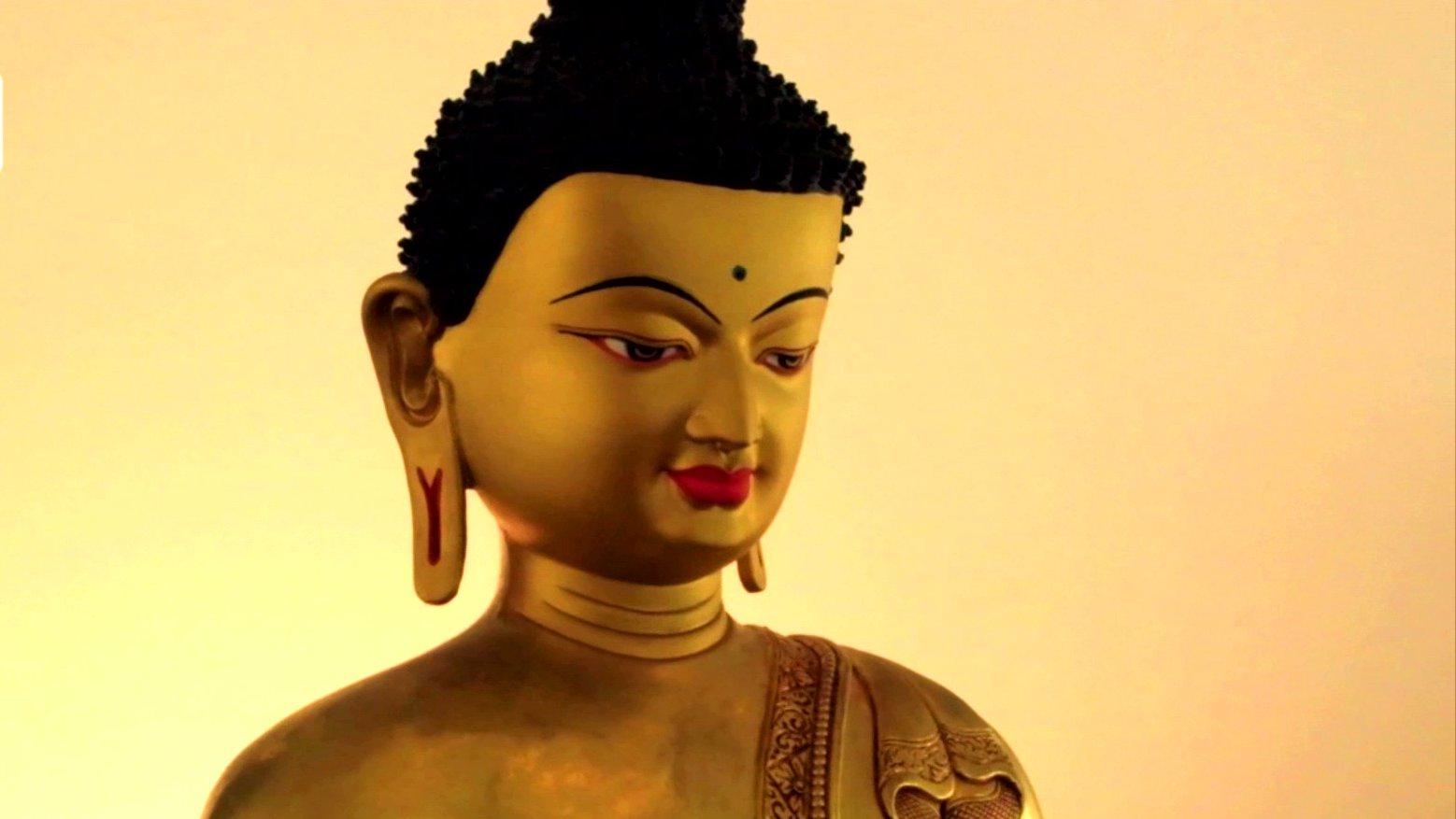 Goldene Buddha-Statue, 2015.