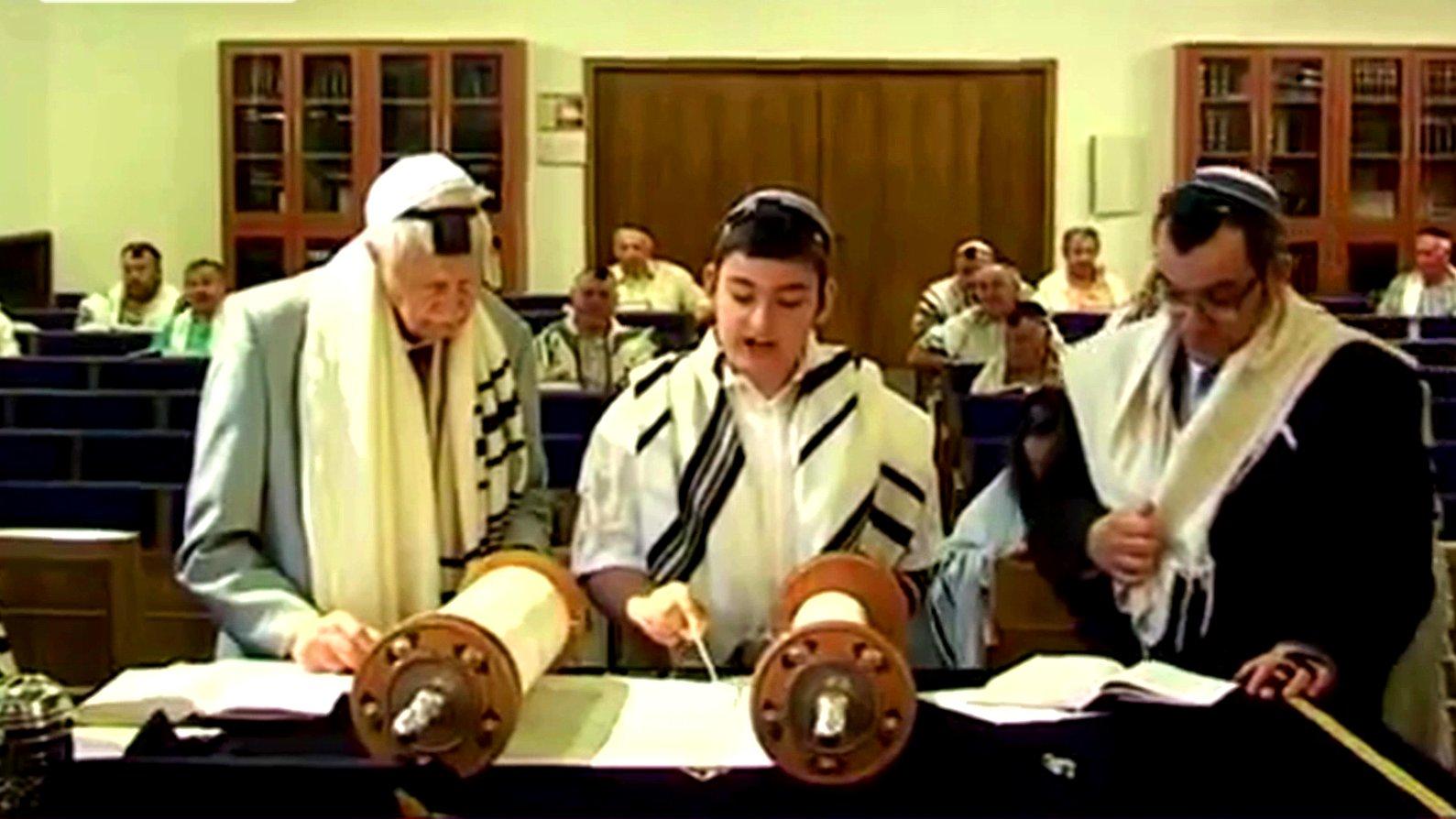 Juden in der Synagoge Dortmund, 2015.