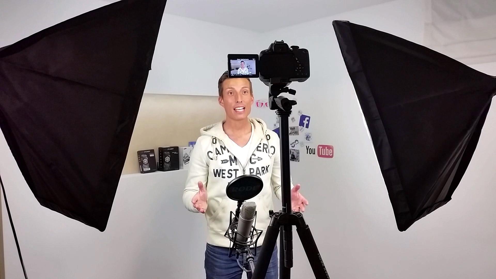 Digital Diary Mein Tutorial: YouTuber Marco Silva beim Dreh einer Handy-Reparatur