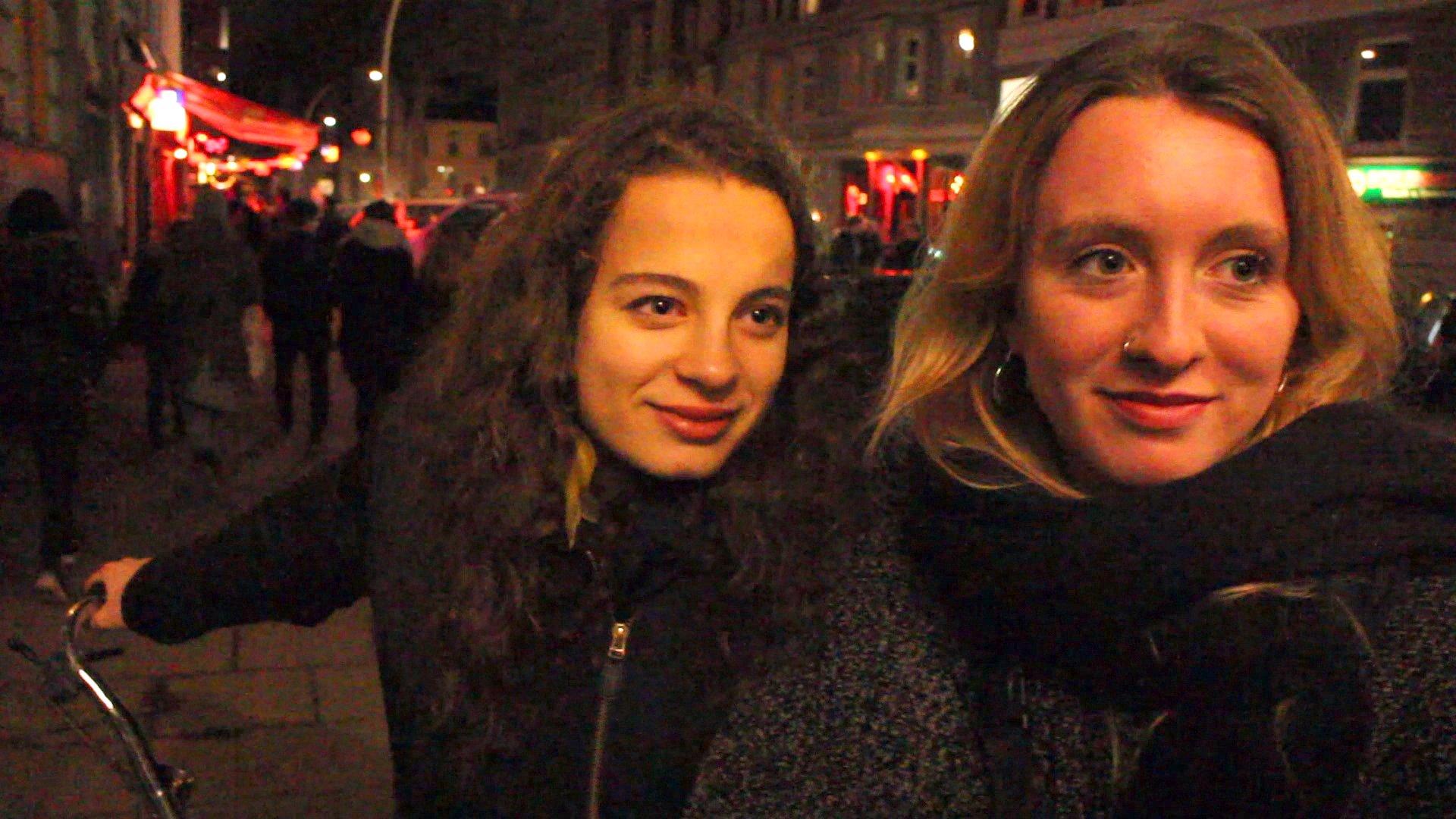 """dbate.de-Umfrage auf dem Kiez """"Frauen auf der Reeperbahn : Angst nach Silvesternacht?"""", video (2016)"""