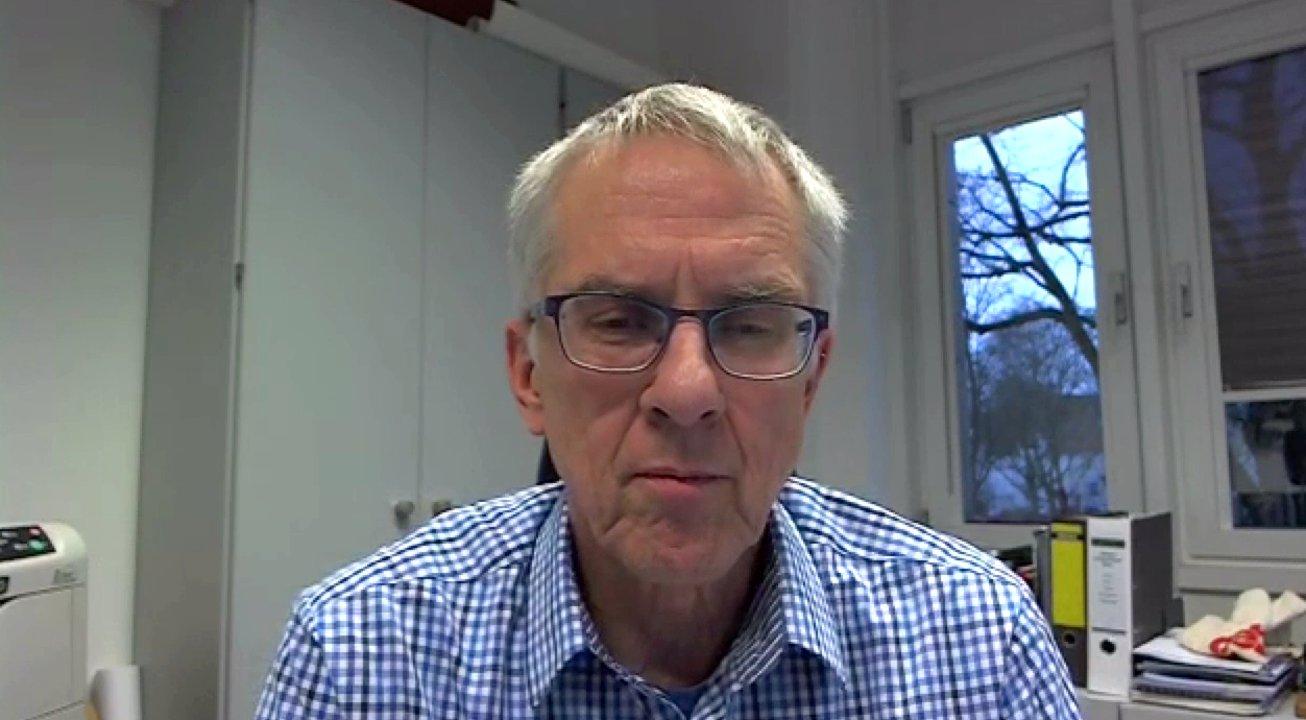 Michael Weilandt spricht über das Schwimmbadverbot für Asylbewerber in Bornheim