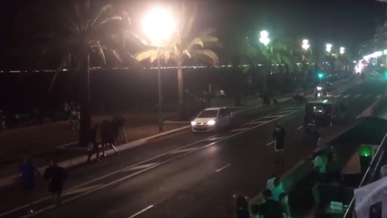 Flash: Nizza, Augenzeugen rennen weg