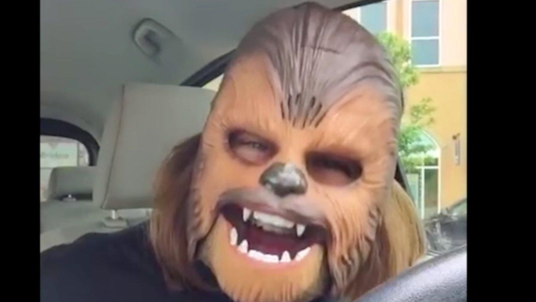 Texanerin mit Chewbacca-Maske