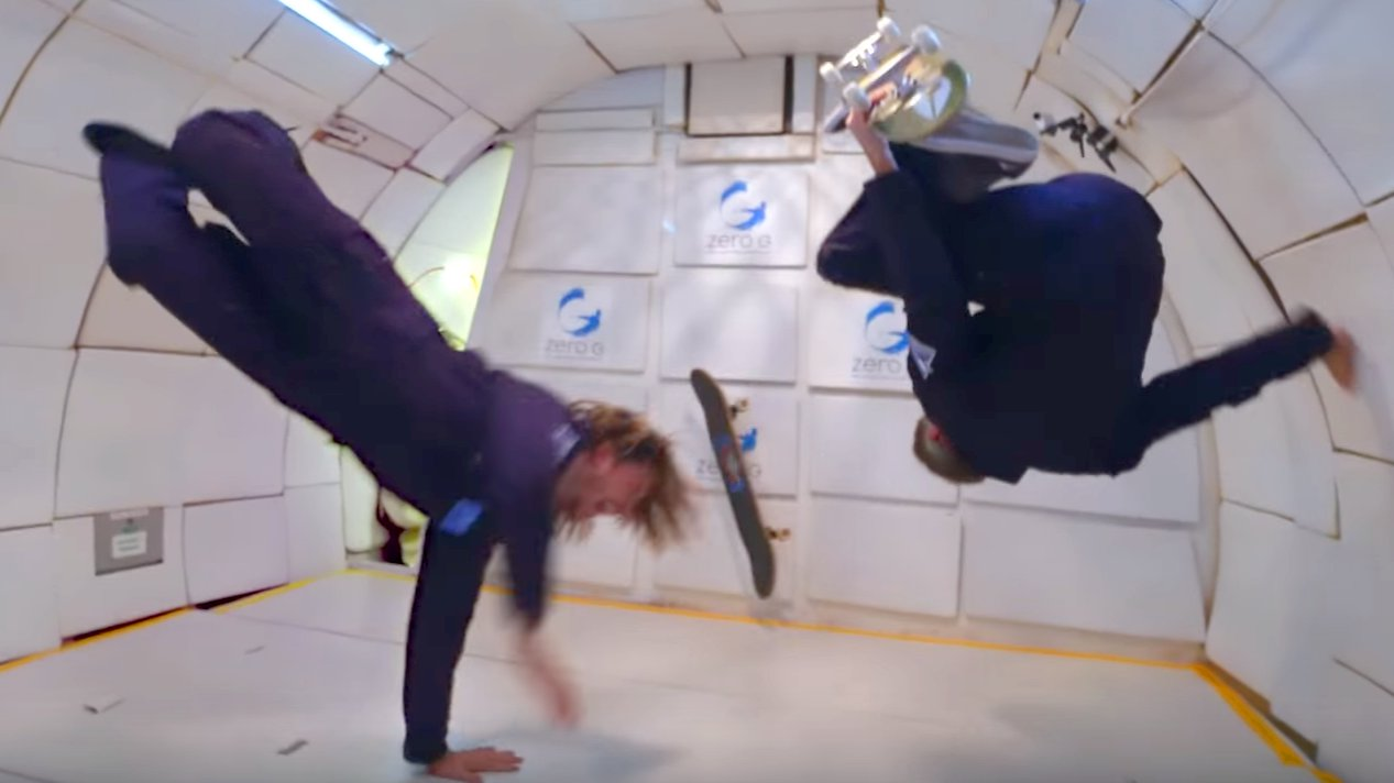 Skateboarder Tony Hawk bei Zero G von Sony