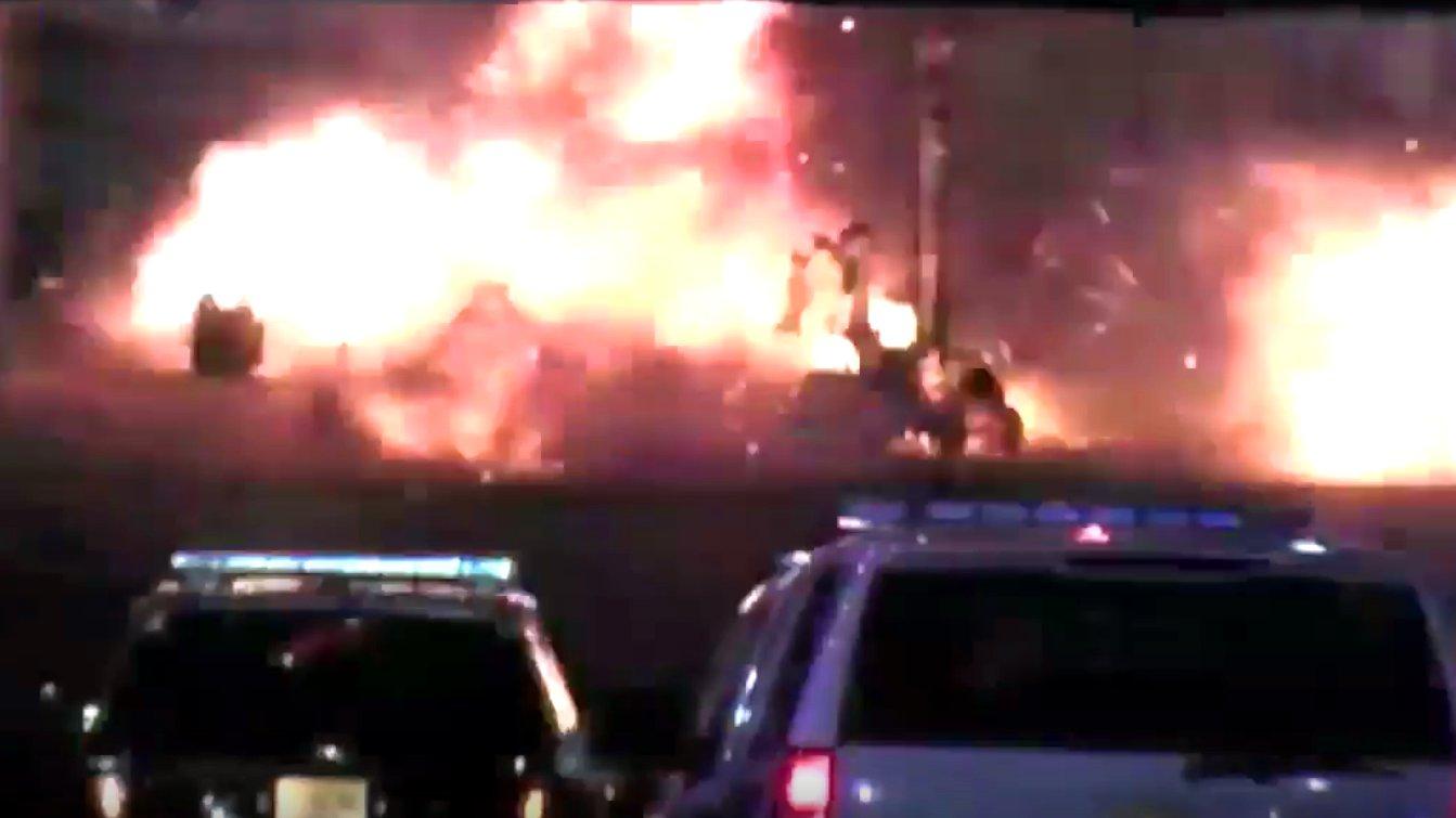 Polizei-Roboter versucht eine Bombe in New Jersey zu entschärfen