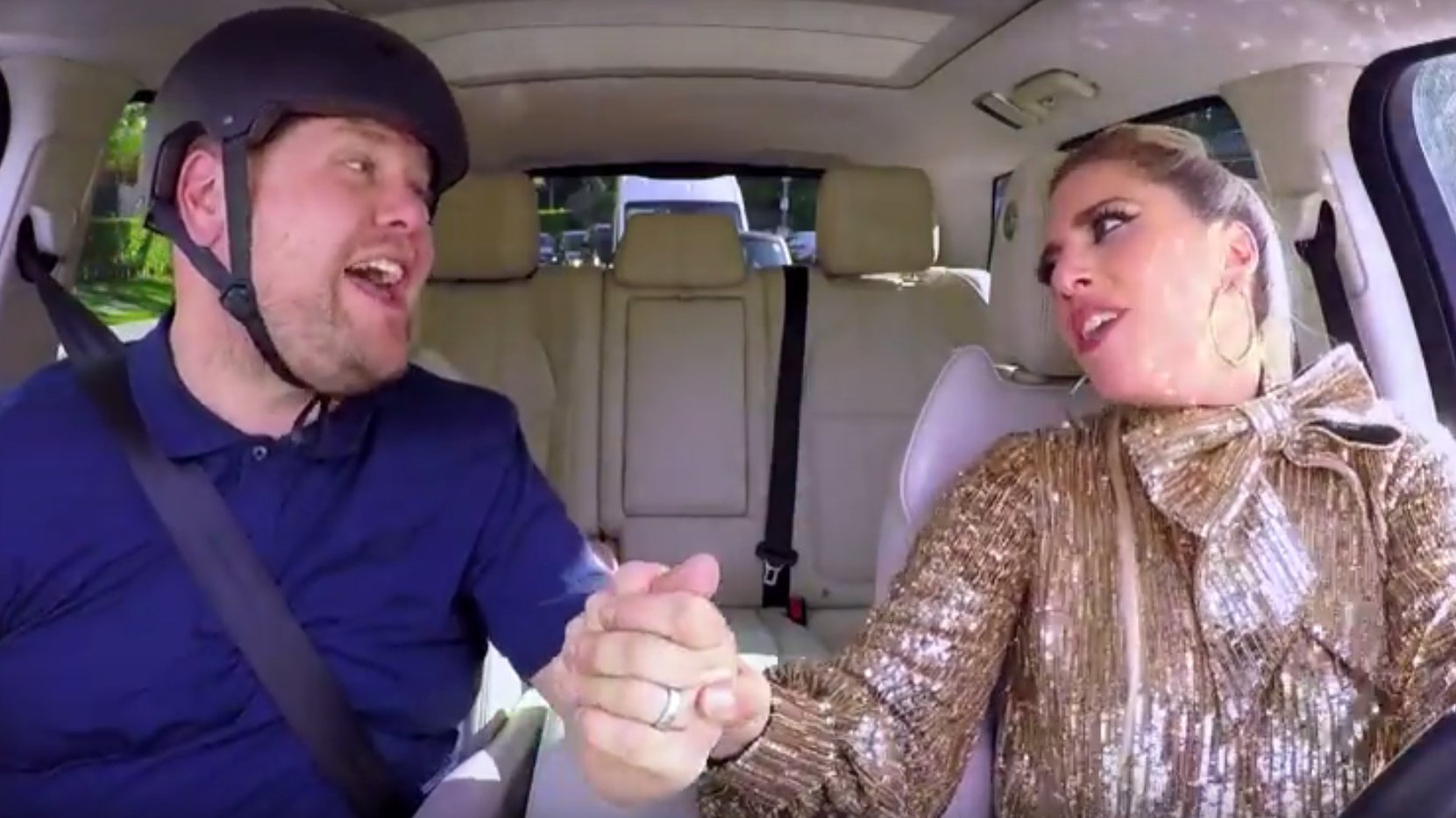Lady Gaga mit James Cordon beim Carpool Karaoke