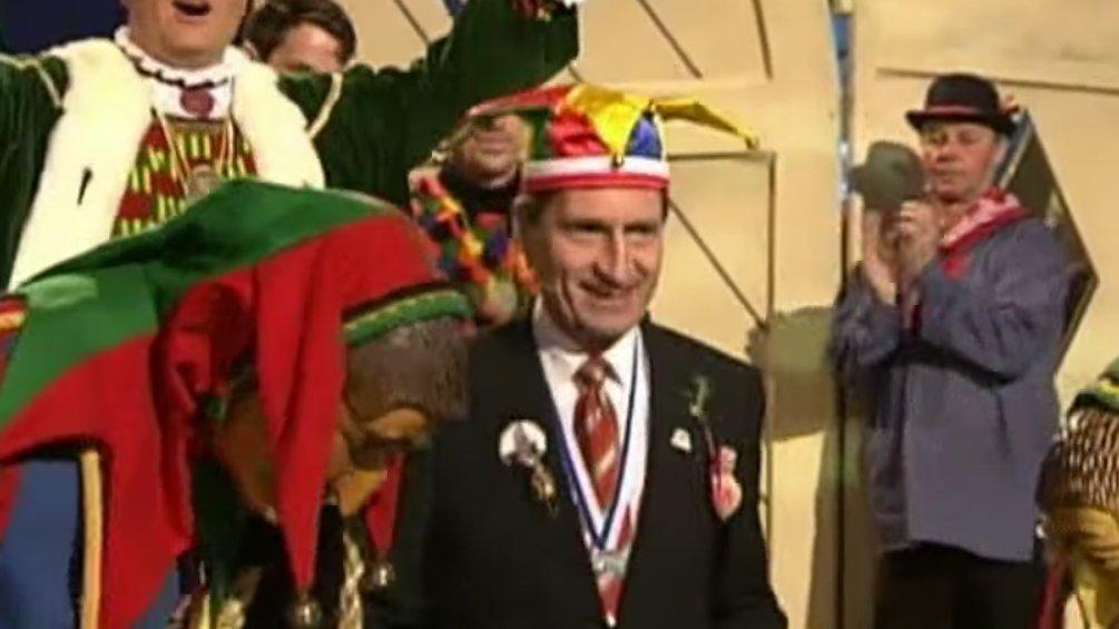 Extra 3: Der Kommissar - Ein Lied für Günther Oettinger