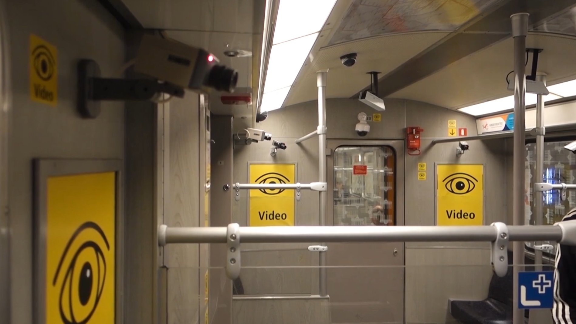 """Big Brother is watching you!"" - Kunstaktion in Berliner U-Bahn"