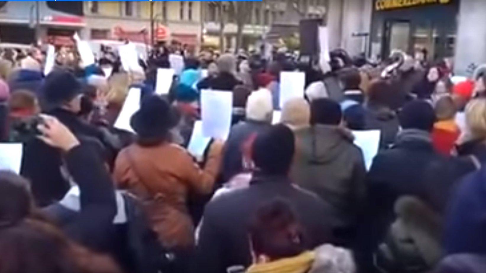 Nach Anschlag in Berlin: Menschen singen gemeinsam We Are The World