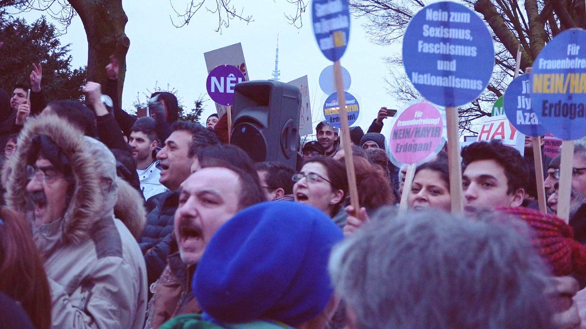 """Faschist Erdogan"" - Lautstarke Proteste gegen Wahlkampfauftritt"