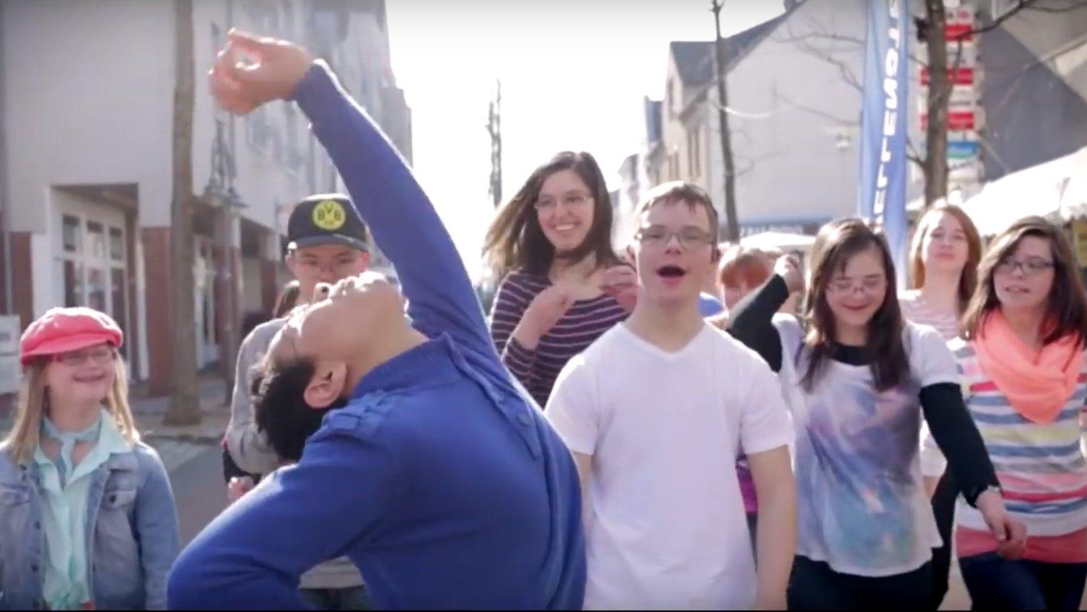 Tanzen mit Trisomie 21 zum Welt-Down-Syndrom-Tag
